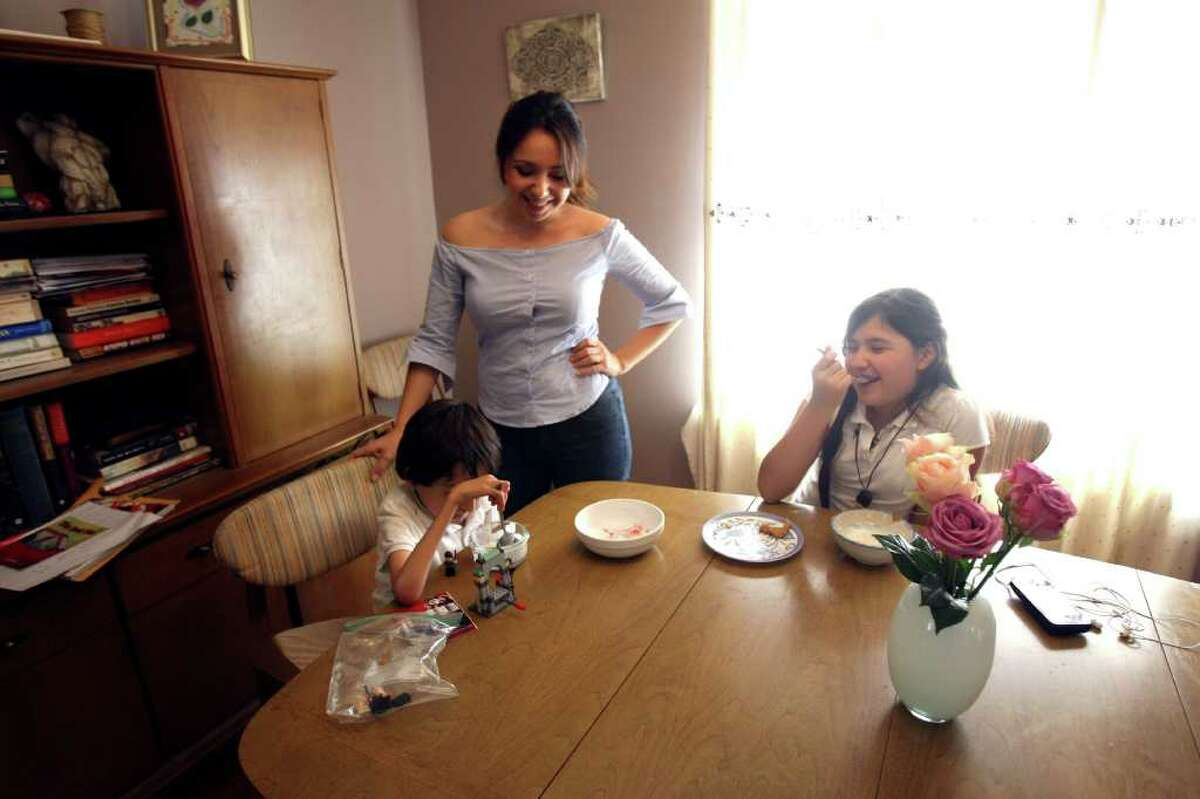 CONEXION: Veronica Ramirez is a stay at home mom with two children, Aysa, 11 and Marcelo, 6. Ramirez made the decision to stay at home after her son was born with a disability. HELEN L. MONTOYA/hmontoya@conexionsa.com