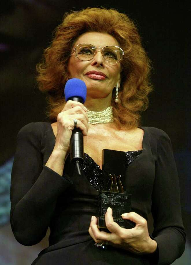 International film star Sophia Loren holds a lifetime achievement  award during the opening ceremony of 24th Istanbul Film Festival in Turkey, Friday, April 1, 2005. Photo: OSMAN ORSAL, AP / AP