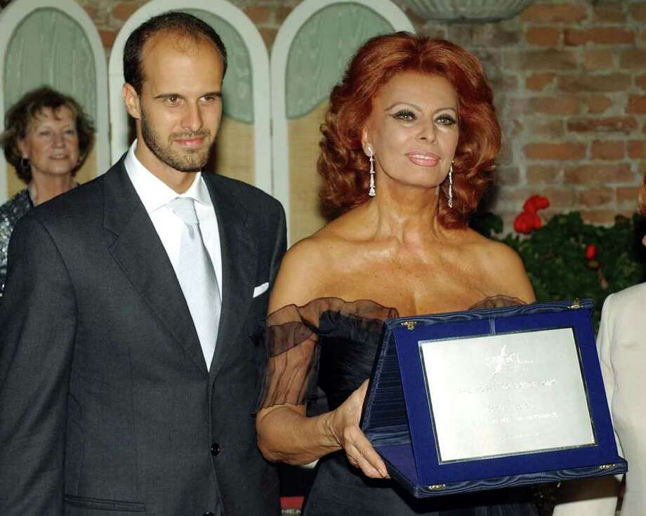 "Italian actress Sophia Loren shows the ""Bianchi"" award just received in Venice, Italy, Friday, Aug. 26, 2002. Sophia Loren is in Venice to compete in the 59th Venice Film Festival with  the movie ""Between Strangers"".  At left is her son , movie director Edoardo Ponti. Photo: LUCA BRUNO, AP / AP"
