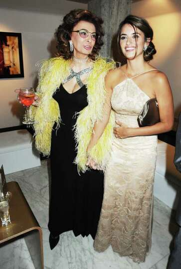 ROME - JANUARY 13:  Sophia Loren and Penelope Cruz attend the Rome Premiere Party of 'NINE' co-hoste