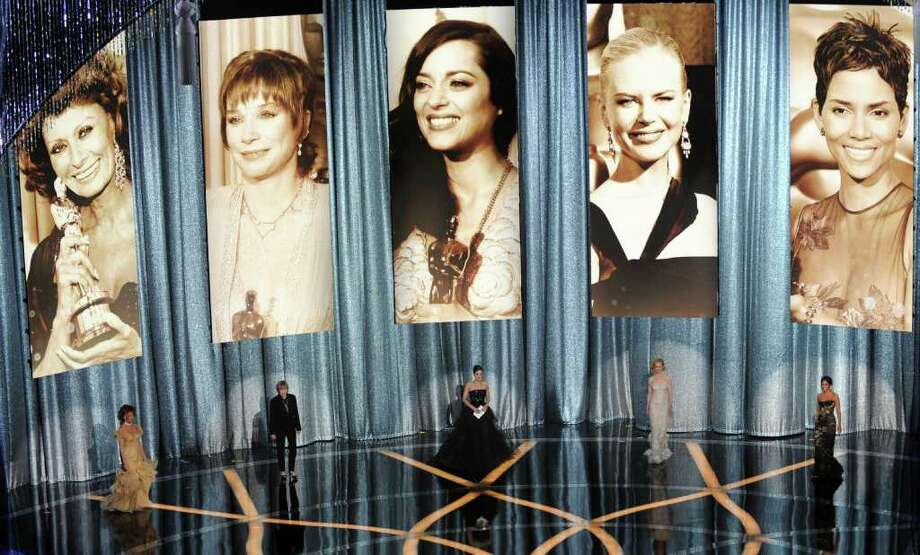 Actresses Sophia Loren, Shirley MacLaine, Marion Cotillard, Nicole Kidman and Halle Berry (L to R) speak during the 81st Annual Academy Awards held at Kodak Theatre on February 22, 2009 in Hollywood, California. AFP PHOTO / GABRIEL BOUYS Photo: GABRIEL BOUYS, AFP/Getty Images / 2009 AFP