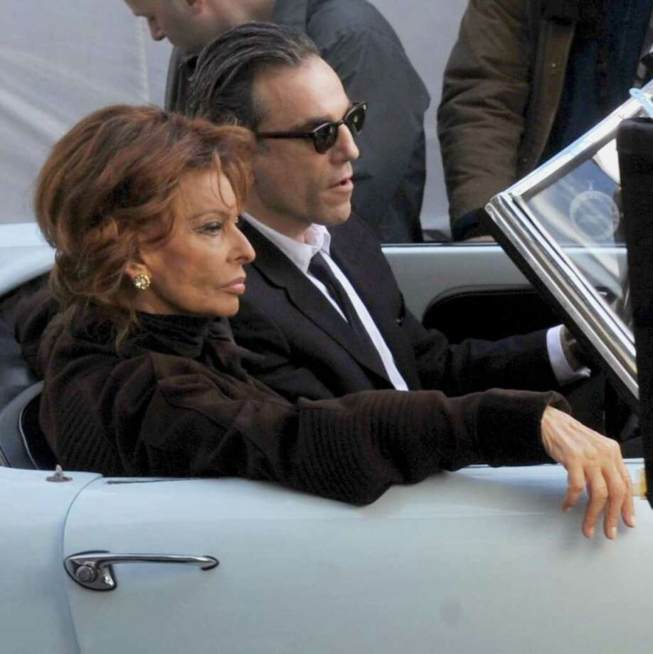 "Italian actress Sophia Loren sits with English actor Daniel Day-Lewis during the shooting at Piazza del Popolo in Rome of the movie, ""Nine"" a remake of Federico Fellini's film 8½ ,directed by Rob Marchall on January 25, 2009.AFP PHOTO /Tiziana Fabi . ... Photo: TIZIANA FABI, AFP/Getty Images / 2009 AFP"