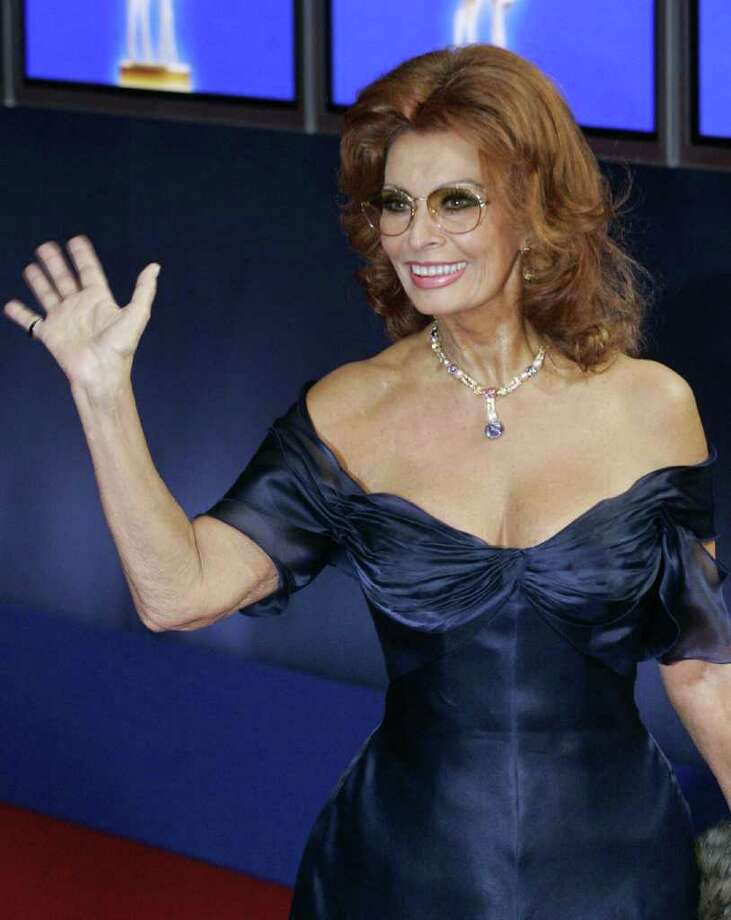 HAMBURG, Germany:  Italian actress Sophia Loren waves during the 56th Bambi media awards ceremony, 18 November 2004 in Hamburg. The Bambis are one of Germany's most prestigious awards, covering everything from sport and pop to politics and economy. AFP PHOTO   DDP/JOHANNES EISELE       GERMANY OUT Photo: JOHANNES EISELE, AFP/Getty Images / 2004 AFP