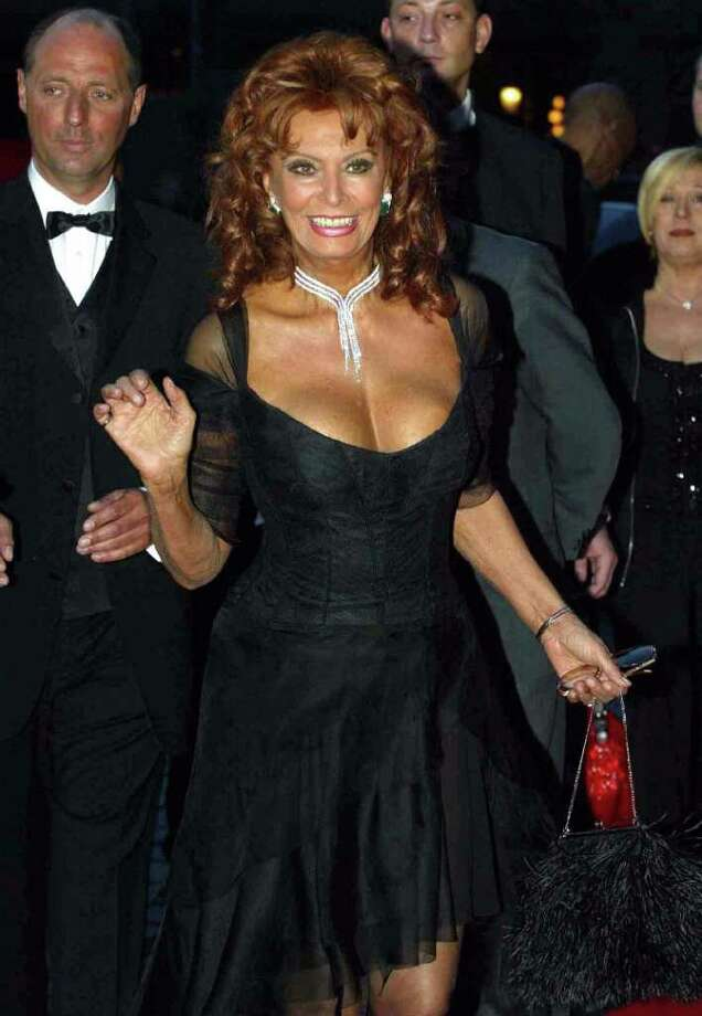 HAMBURG, GERMANY:  Italian screen legend Sophia Loren arrives for the German edition of People Magazine's tenth anniversary gala in Hamburg 21 April 2004. AFP PHOTO DDP/MARCUS BRANDT     GERMANY OUT Photo: MARCUS BRANDT, AFP/Getty Images / 2004 AFP