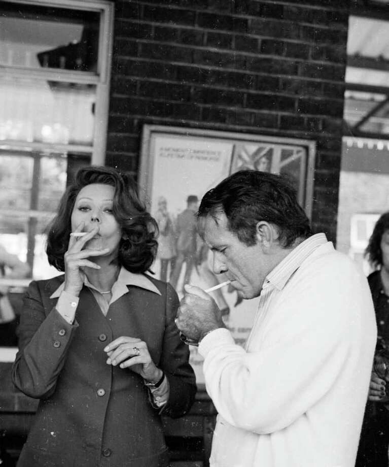 29th January 1974:  Sophia Loren and Richard Burton (1925 - 1984) filming a television remake of the classic film 'Brief Encounter', for Alan Bridges and Carlo Ponti. Photo: Steve Wood, Getty Images / Hulton Archive