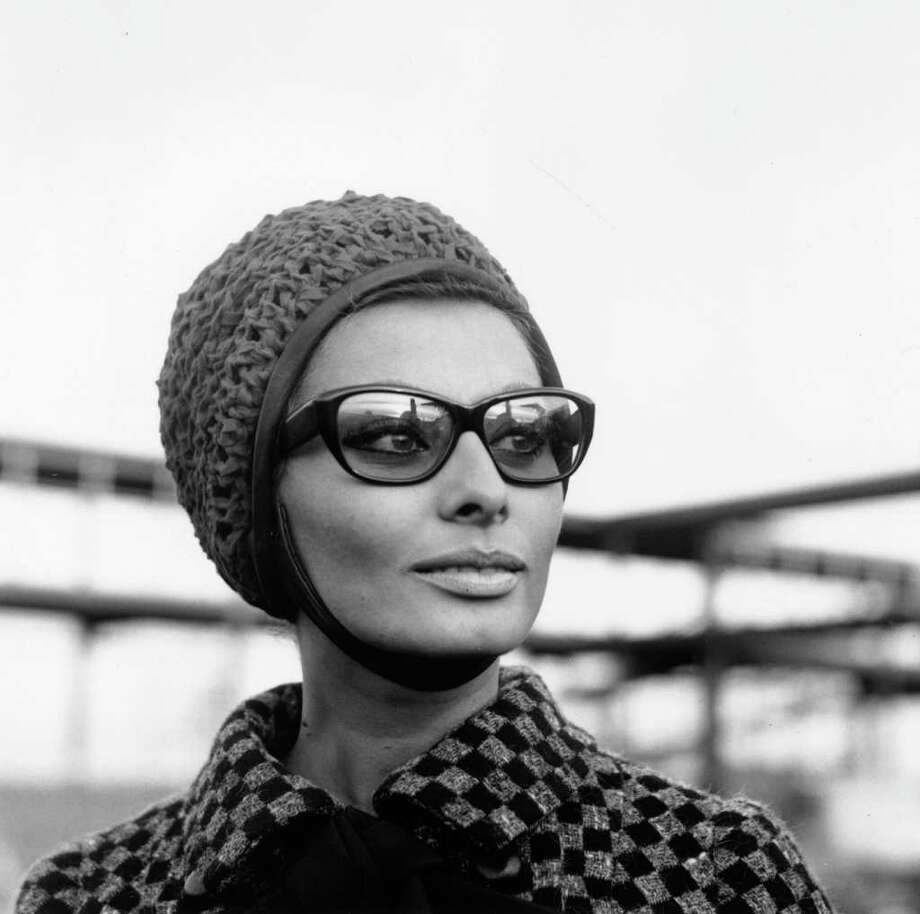 24th November 1965:  Italian film actress Sophia Loren at London Airport. Photo: Stroud, Getty Images / Hulton Archive