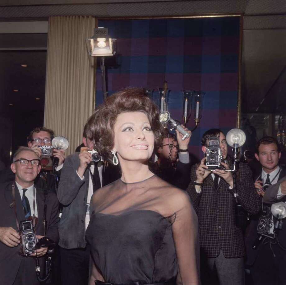 Italian film star Sophia Loren poses for photographers at the Savoy Hotel, London, 1st November 1965. Photo: Keystone, Getty Images / 2008 Getty Images