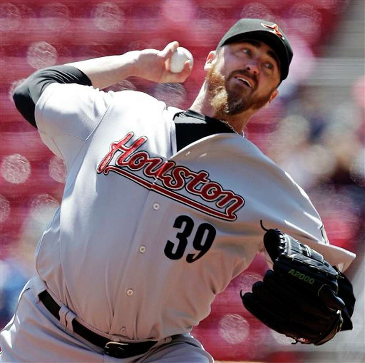 Astros starting pitcher Brett Myers throws against the Reds in the first inning on Thursday in Cincinnati. AL BEHRMAN/ASSOCIATED PRESS