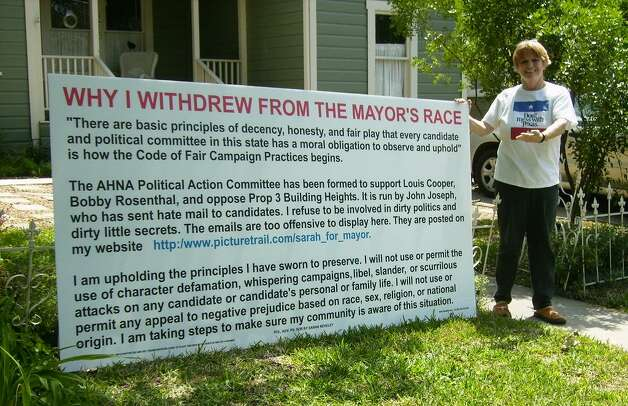 Alamo Heights resident Sarah Reveley dropped out of the race for mayor last month. This sign on her lawn explains the reasons for her action. Photo: Suzy Bettac/Special To The Express-News