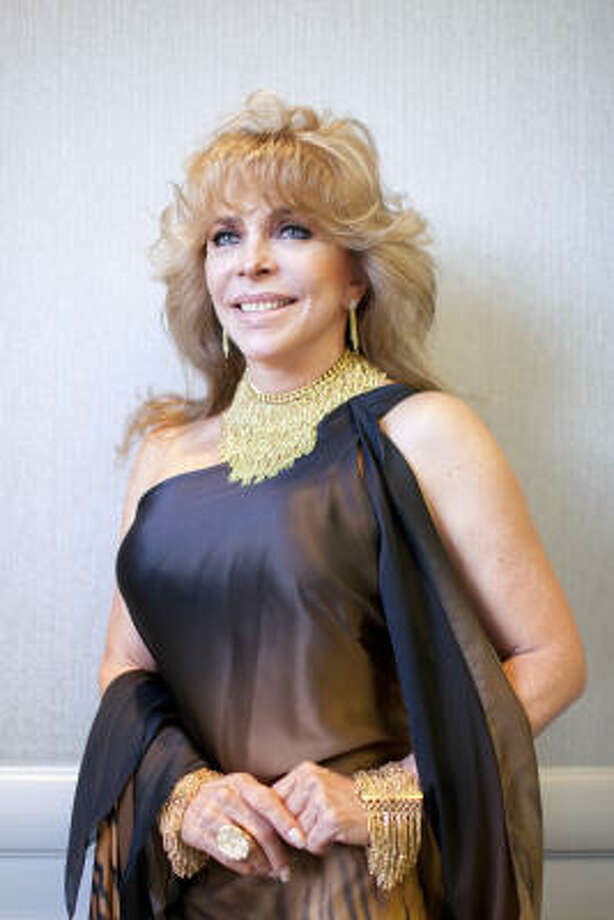 Verónica Castro, en el hotel Westin Oaks de la zona de Galleria, en su reciente visita a Houston. Photo: TODD SPOTH, Para La Voz