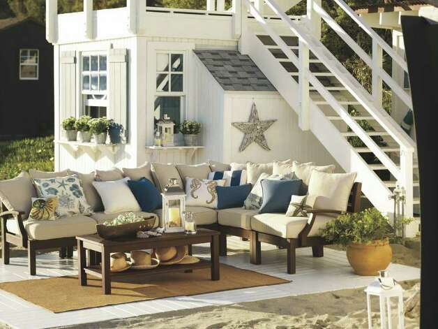 Chesapeake sectional. Pottery Barn Photo: David Matheson Eszter Marosszeky / DirectToArchive