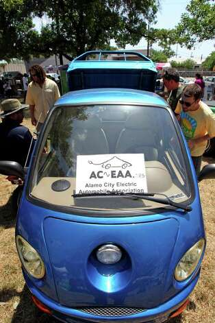 An electric mini pickup owned by Alfonso Ranjel draws attention from onlookers in the Alamo Area Electric Automobile Association display as Solar Fest  takes place in Maverick Park on May 7, 2011. Photo: Tom Reel, San Antonio Express-News / © 2011 San Antonio Express-News