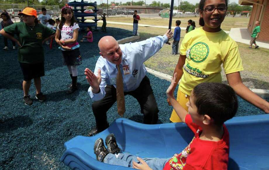Harlandale Independent School District Superintendent Robert Jaklich high-fives students at Adams Elementary. JOHN DAVENPORT/jdavenport@express-news.net Photo: Express-news File Photo / SAN ANTONIO EXPRESS-NEWS (Photo can be sold to the public)