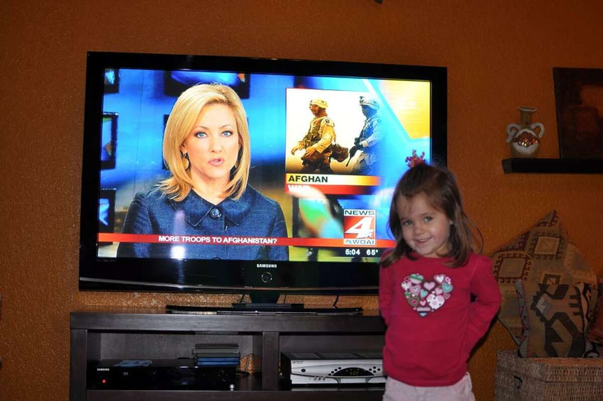Malea Mathieu, 5, stands in front of a WOAI newscast anchored by her mom Delaine Mathieu. Photo courtesy of Delaine Mathieu.