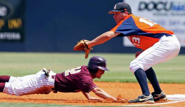 FOR SPORTS - Texas State's Bret Atwood dives back to first base safely under UTSA's Ryan Hutson during the first inning Sunday May 8, 2011 at the Roadrunner Field. Texas State won 7-6. (PHOTO BY EDWARD A. ORNELAS/eaornelas@express-news.net) Photo: EDWARD A. ORNELAS, Edward A. Ornelas/Express-News / SAN ANTONIO EXPRESS-NEWS (NFS)