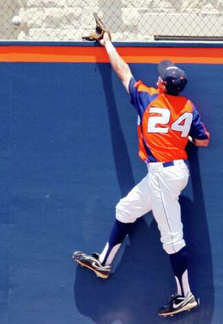 FOR SPORTS - UTSA's Daniel Rockett misses a grand slam home run hit by Texas State's Kyle Kubitza (not pictured) during the second inning Sunday May 8, 2011 at Roadrunner Field. Kubitza Texas State won 7-6. (PHOTO BY EDWARD A. ORNELAS/eaornelas@express-news.net) Photo: EDWARD A. ORNELAS, Edward A. Ornelas/Express-News / SAN ANTONIO EXPRESS-NEWS (NFS)