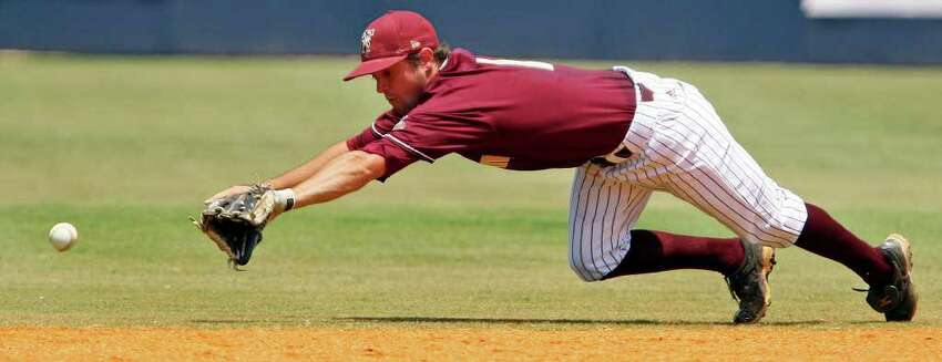 FOR SPORTS - Texas State's Tyler Sibley misses a grounder hit by UTSA's RJ Perucki during the fifth inning Sunday May 8, 2011 at Roadrunner Field. Texas State won 7-6. (PHOTO BY EDWARD A. ORNELAS/eaornelas@express-news.net)