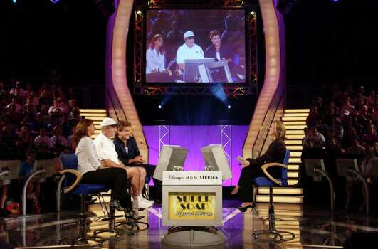 "LAKE BUENA VISTA, FL - NOVEMBER 9:  Meredith Vieira (R), host of the ""Super Soap Special Edition"" of ""Who Wants To Be A Millionaire"",  talks with (L to R) All My Children's Eva La Rue, the contestant Tom and All My Children's John Callahan during ABC's Super Soap Weekend at Disney's MGM Studios November 9, 2002 in Lake Buena Vista, Florida. Photo: Matt Stroshane, Getty Images / 2002 Getty Images"