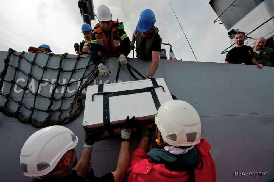 The flight recorders from Air France Flight 447 are transfered to the French Navy patrol boat La Capricieuse on May 7, 2011, in the Atlantic Ocean off the coast of Brazil. Photo: Bureau D'Enquêtes Et D'Analyses / BEA / ECPAD