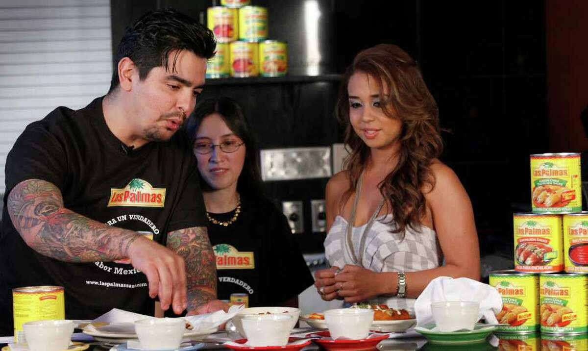 Chef Aarón Sánchez tapes a promotional spot for Las Palmas foods with local contest winner Janet Rodriguez (center) and media personality Yvannia Garcia at Casa Grande Restaurant.