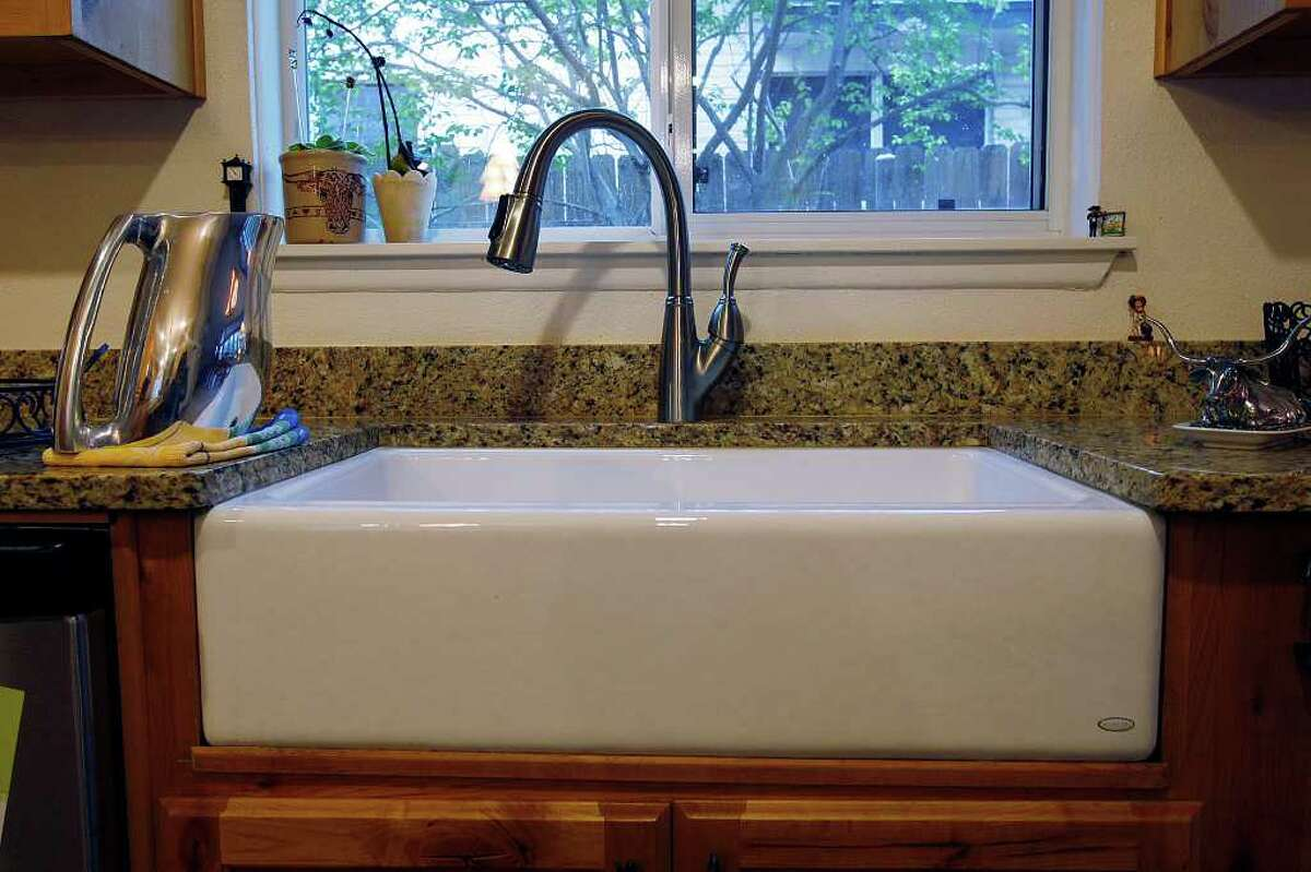 Reynolds picked an apron kitchen sink because it reminded her of her home in Iowa.