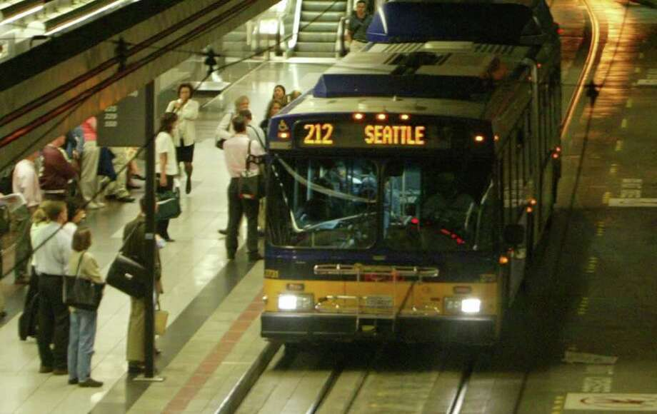 Riders wait to board a Metro bus in the Downtown Transit Tunnel. Photo: GILBERT W. ARIAS, Gilbert Arias / SEATTLE POST-INTELLIGENCER