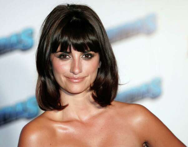 "Spanish actress Penelope Cruz arrives at a hotel in Mexico February 16, 2006, to promote her new movie ""Bandidas"" which premieres on Friday.  REUTERS/Henry Romero Photo: HENRY ROMERO, REUTERS / X00897"