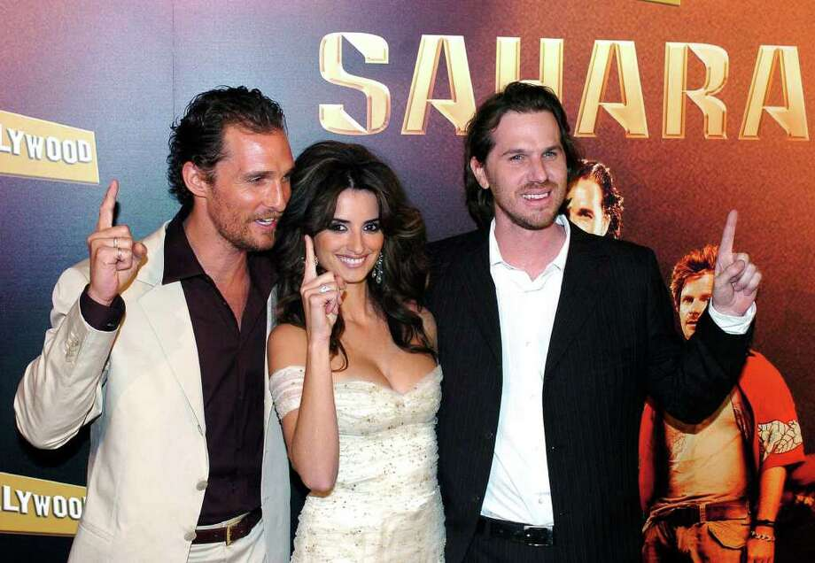 U.S. actor Matthew McConaughey, left, Spanish actress Penelope Cruz, center, and film director Breck Eisner pose before the Spanish premiere of their latest movie Sahara in Madrid, Wednesday, April 13, 2005.  (AP Photo/Alberto Martin)  ** LATIN AMERICA, CARIBBEAN AND SPAIN OUT ** Photo: ALBERTO MARTIN, AP / EFE