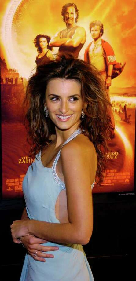 "Spanish actress Penelope Cruz, a cast member in the new film ""Sahara,"" arrives at the premiere of the film at Grauman's Chinese Theatre in Los Angeles, Monday, April 4, 2005. Photo: CHRIS PIZZELLO, AP / AP"