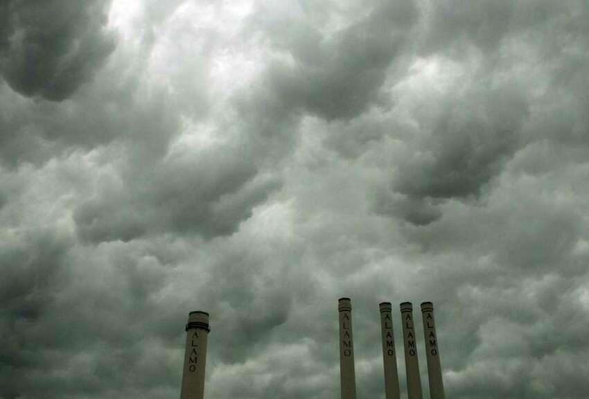 METRO: Rain storms moved through the area on Thursday May 12, 2011. HELEN L. MONTOYA/hmontoya@express-news.net