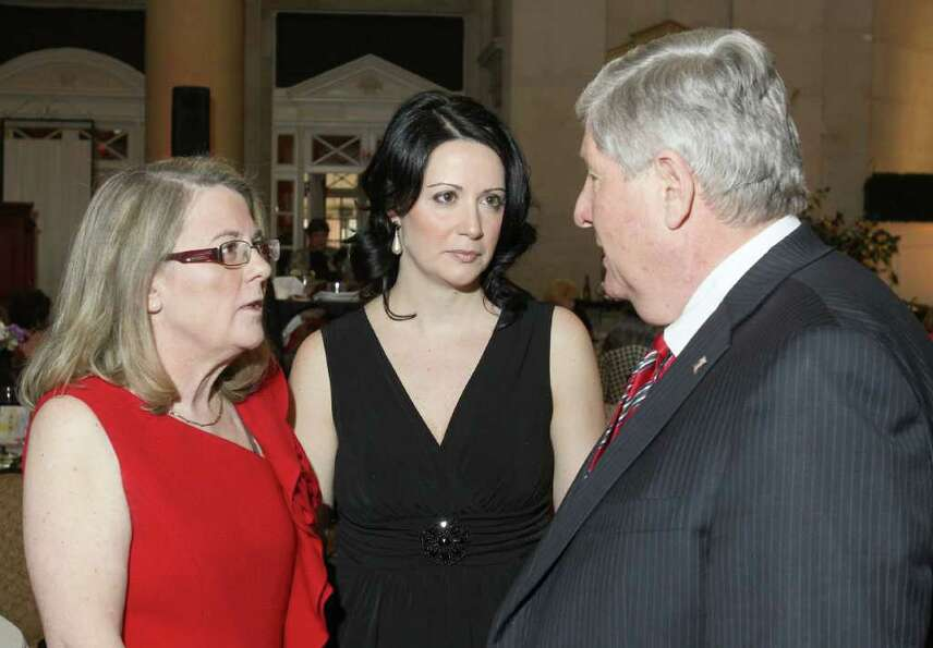 From left: Mary Ann Sekellick and Rebecca Alamprese talk with Sen. Roy McDonald during Through the L