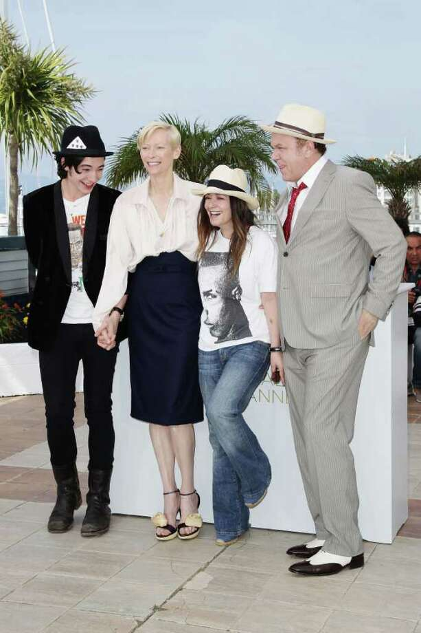 (L-R) Actors Ezra Miller, Tilda Swinton, Lynne Ramsay and John C. Reilly attend the 'We Need To Talk About Kevin' photocall during the 64th Annual Cannes Film Festival at the Palais des Festivals on May 12, 2011 in Cannes, France.  (Photo by Andreas Rentz/Getty Images) *** Local Caption *** Ezra Miller;Tilda Swinton;Lynne Ramsay and John C. Reilly; Photo: Getty Images