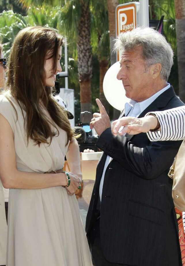 Actors Dustin Hoffman (R) and Angelina Jolie attends the 'Kung Fu Panda 2' photocall during the 64th Annual Cannes Film Festival at the Carlton Hotel on May 12, 2011 in Cannes, France.  (Photo by Vittorio Zunino Celotto/Getty Images) *** Local Caption *** Dustin Hoffman;Angelina Jolie; Photo: Getty Images