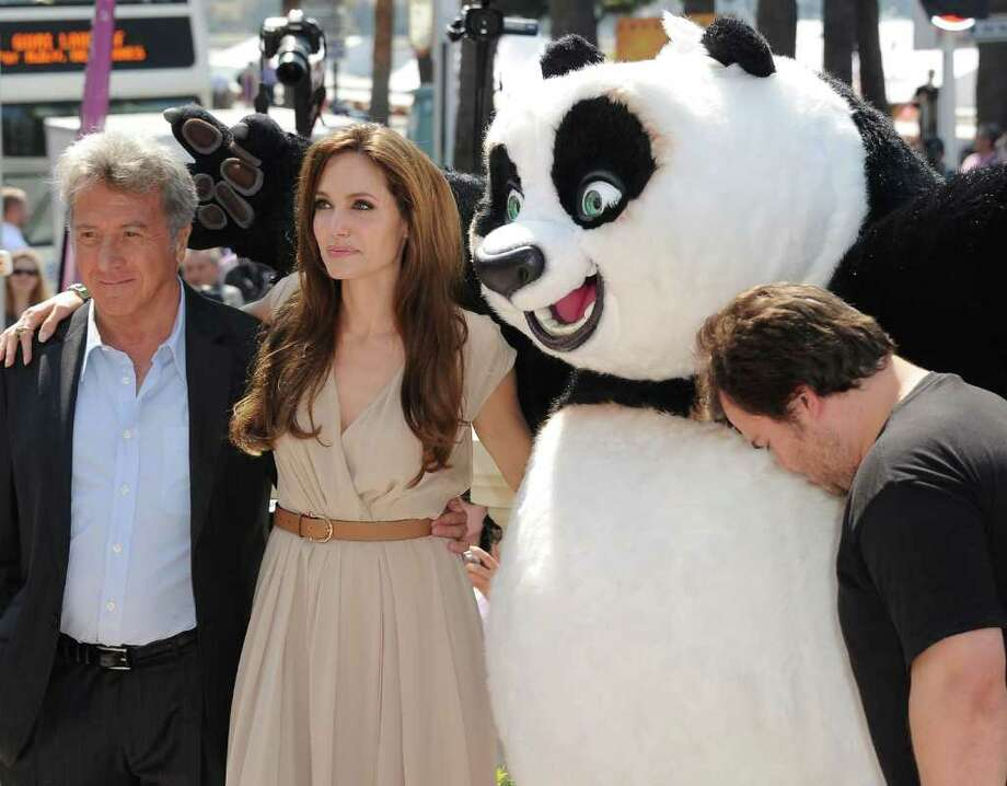 Actors Dustin Hoffman, Angelina Jolie and Jack Black attend the 'Kung Fu Panda 2' photocall during the 64th Annual Cannes Film Festival at the Carlton Hotel on May 12, 2011 in Cannes, France.  (Photo by Michael Buckner/Getty Images) *** Local Caption *** Dustin Hoffman;Angelina Jolie;Jack Black; Photo: Getty Images