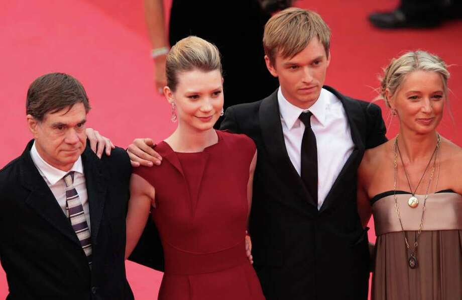 Director Gus van Sant (L), actors Henry Hopper (2R), Mia Wasikowska (2L) and guest arrive at the 'Restless' premiere during the 64th Annual Cannes Film Festival at the Palais des Festivals on May 12, 2011 in Cannes, France.  (Photo by Vittorio Zunino Celotto/Getty Images) *** Local Caption *** Henry Hopper;Mia Wasikowska;Gus van Sant; Photo: Getty Images
