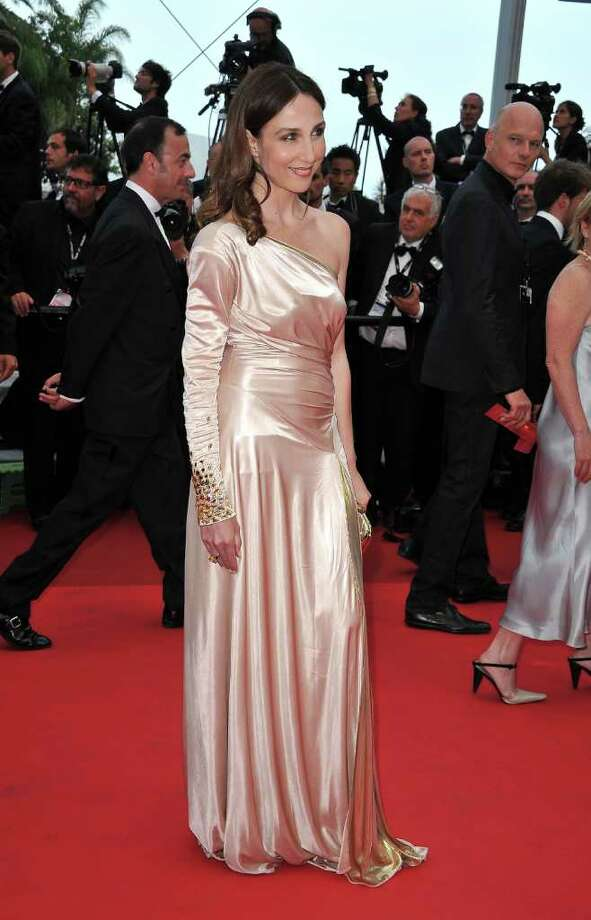 Actress Elsa Zylberstein arrives at the 'Sleeping Beauty' premiere during the 64th Annual Cannes Film Festival at the Palais des Festivals on May 12, 2011 in Cannes, France.  (Photo by Pascal Le Segretain/Getty Images) *** Local Caption *** Elsa Zylberstein; Photo: Getty Images