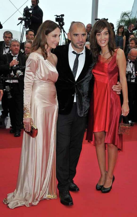 (L-R) Actress Elsa Zylberstein, director Pablo Trapero and jury member Martina Gusman arrive at the 'Sleeping Beauty' premiere during the 64th Annual Cannes Film Festival at the Palais des Festivals on May 12, 2011 in Cannes, France.  (Photo by Pascal Le Segretain/Getty Images) *** Local Caption *** Elsa Zylberstein;Pablo Trapero;Martina Gusman; Photo: Getty Images