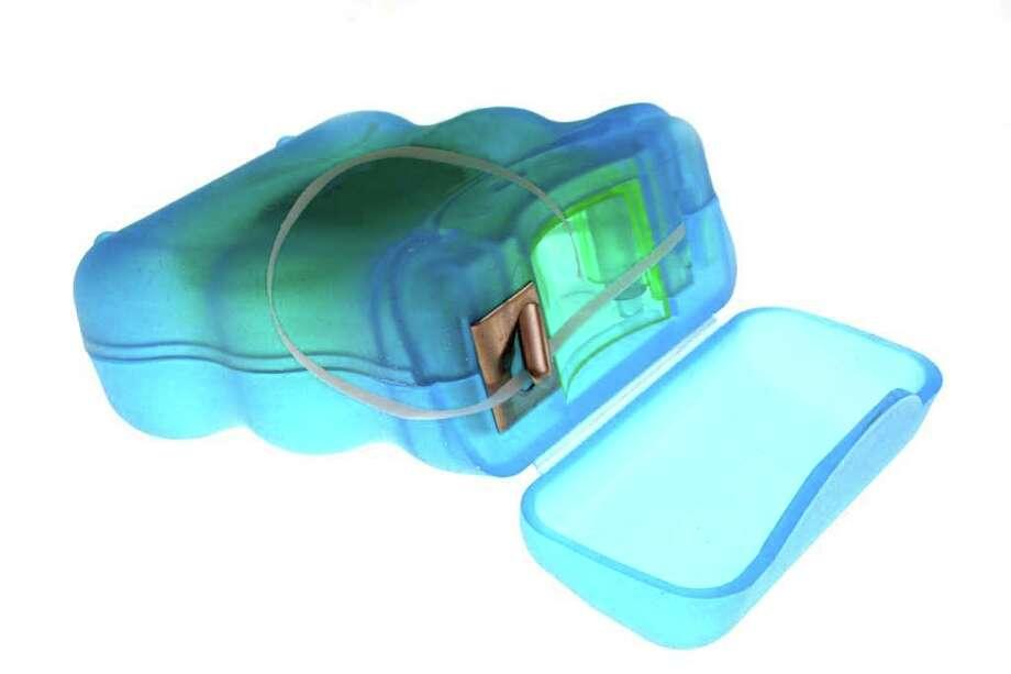 a pack of dental floss; DENTAL CARE Photo: Emin Ozkan / handout / stock agency