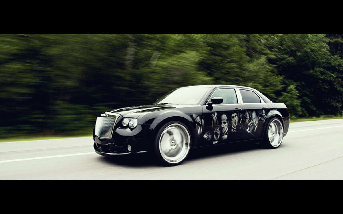 The Chrysler 300C SRT8 is fully airbrushed on both sides with one-of-a-kind 24