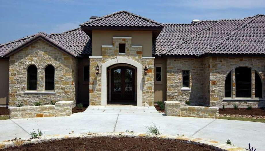 FOR REAL ESTATE - A view of the Trinity Custom Builders home at 341 Menger Springs Monday May 9, 2011 in the Menger Springs community of Boerne, Tx. (PHOTO BY EDWARD A. ORNELAS/eaornelas@express-news.net) Photo: EDWARD A. ORNELAS, SAN ANTONIO EXPRESS-NEWS / SAN ANTONIO EXPRESS-NEWS (NFS)
