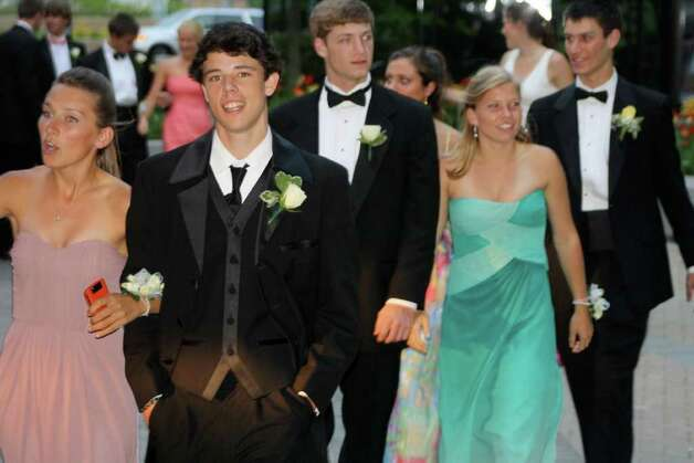 Arriving for prom. Photo: Contributed Photo / Darien News