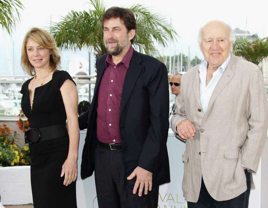 "(L-R) Actress Margherita Buy, director/writer/actor Nanni Moretti and actor Michel Piccoli  attend the ""Habemus Papam"" photocall at the Palais des Festivals during the 64th Cannes Film Festival on May 13, 2011 in Cannes, France.  (Photo by Vittorio Zunino Celotto/Getty Images) *** Local Caption *** Michel Piccoli;Margherita Buy;Nanni Morett; Photo: Getty Images"