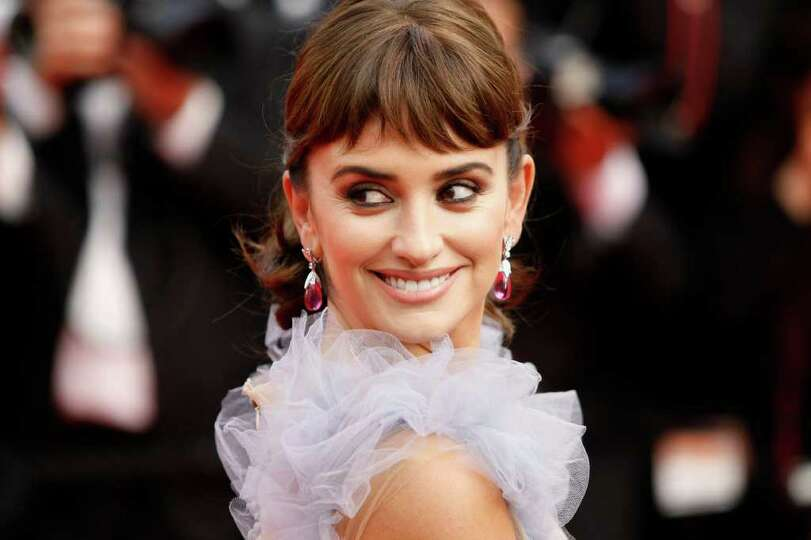 Actress Penelope Cruz poses as she arrives for the screening of Pirates of the Caribbean: On Strange
