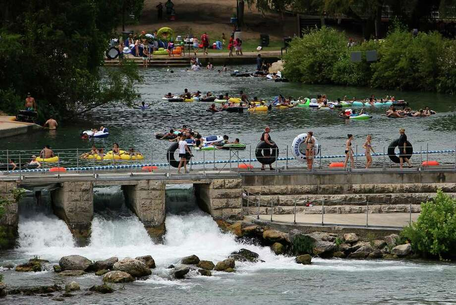 Prince Solms Park and the Comal River Tube Chute was a bevy of activity on Labor Day in New Braunfels, Sept. 6, 2010.  Photo: KIN MAN HUI, SAN ANTONIO EXPRESS-NEWS / San Antonio Express-News