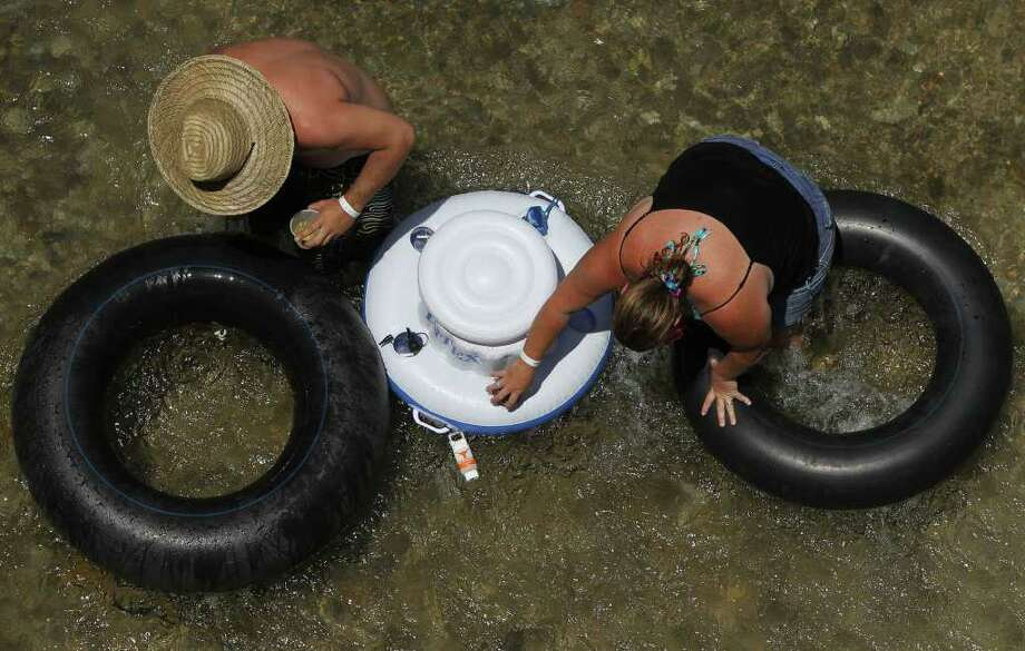 People float down the Comal River. Photo: SAN ANTONIO EXPRESS-NEWS
