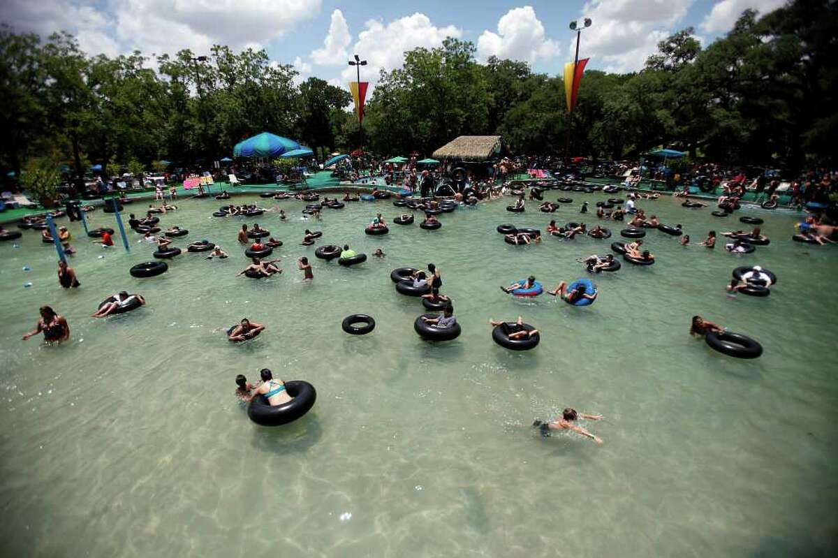 Tubers crowd the giant oasis at the Schlitterbahn Water Park in New Braunfels, Friday, July 3, 2009. Jennifer Whitney/ jwhitney@express-news.net