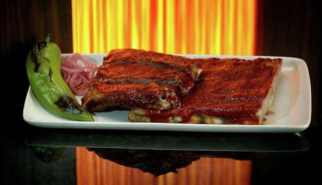 Q on the Riverwalk, which is in the downtown Hyatt Regency, serves St. Louis-style pork ribs with sweet Kansas City-style sauce. Photo: BOB OWEN, SAN ANTONIO EXPRESS-NEWS / rowen@express-news.net