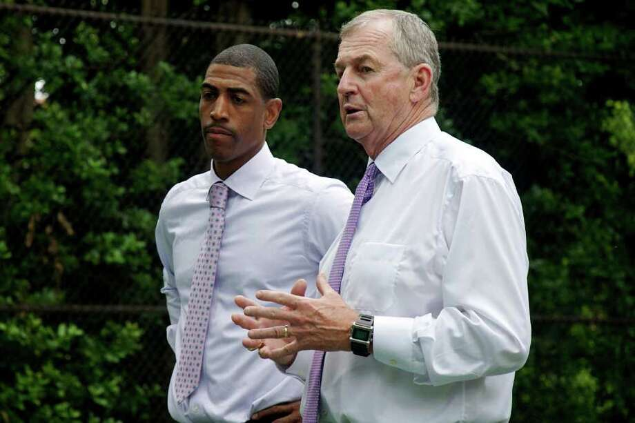 Photo by Sarah Tung.(right) and Assistant Coach Kevin Ollie (left) give a pep-talk to students from Eliot-Hine Middle School at the White House South Lawn on May 16, 2011. Photo: Sarah Tung / Hearst Newspapers