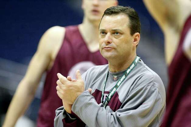 Billy Gillispie claps his hands during Texas A&M practice at the Alamodome in San Antonio in 2007. Gillispie brought A&M's basketball program back to relevance, then left for Kentucky. He's now at Texas Tech. Photo: Express-News File Photo / SAN ANTONIO EXPRESS-NEWS