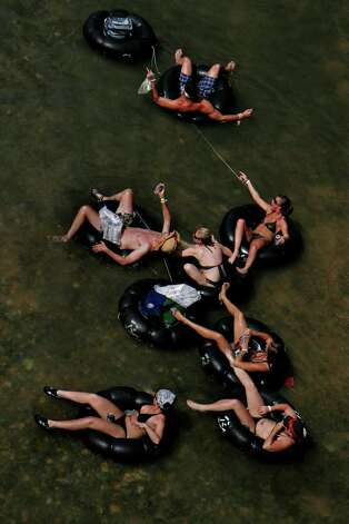 People tube on the Guadalupe River, Saturday, May 24, 2008. NICOLE FRUGE/nfruge@express-news.net Photo: NICOLE FRUGE, SAN ANTONIO EXPRESS-NEWS / nfruge@express-news.net
